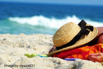 Choosing a Shady Beach Hat to Wear on a Picnic